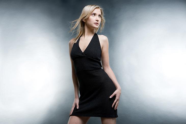 Enkel svart klänning