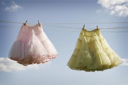 Två underklänningar